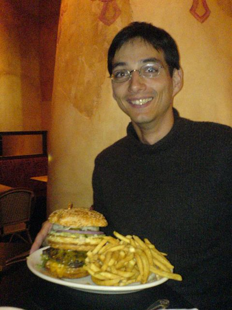 A big Philadelphia burger from the Cheese cake factory(&copy 2007 by Jolle)